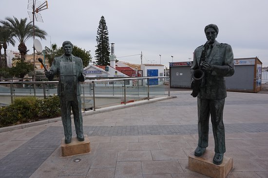 Monumento Homenaje a los Musicos Torrevejenses: Torrevieja monument