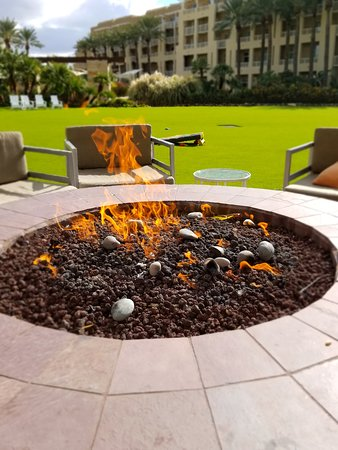 Fireside pits, perfect to cozy up with a good book or a coffee!