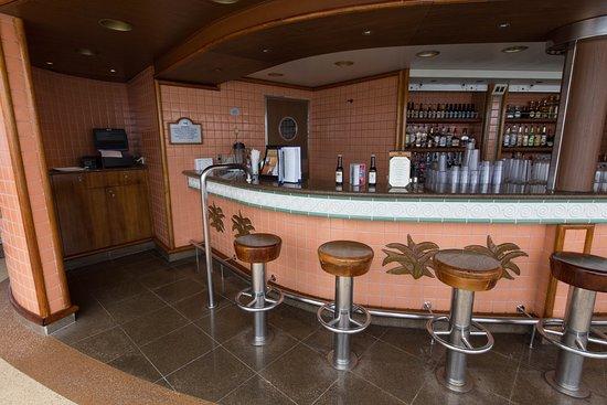 Outrigger Bar on Crown Princess