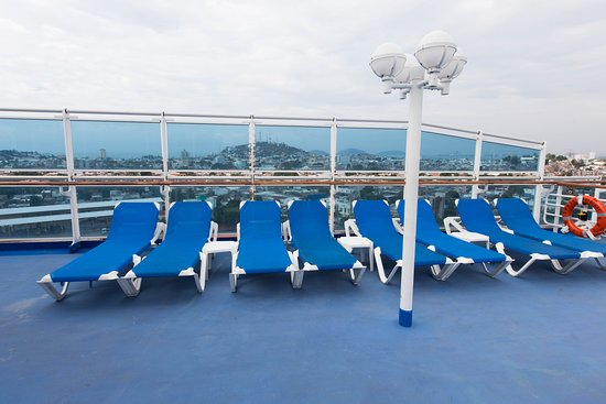The Chill Out Hot Tub on Crown Princess