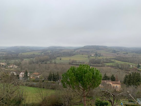 Le Chevalier Noir: Stunning scenic view right in front of my eyes when I woke up this morning. A slow walk in this historical town re-energises me immoderately.