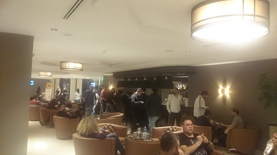 Otel kalabalık personel çok yetersiz