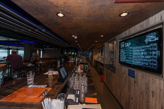 Norwegian Escape: The District Brew House on Norwegian Escape