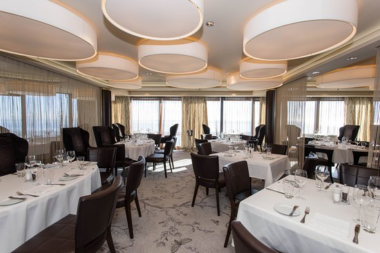 The Epic Club Restaurant on Norwegian Epic