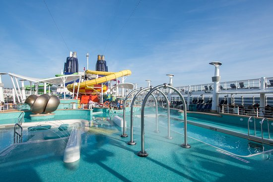 The Main Pool on Norwegian Epic