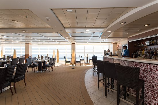 The Haven Courtyard Bar & Grill on Norwegian Epic