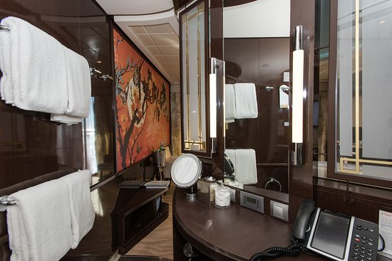 The Haven Courtyard Penthouse Suite on Norwegian Epic