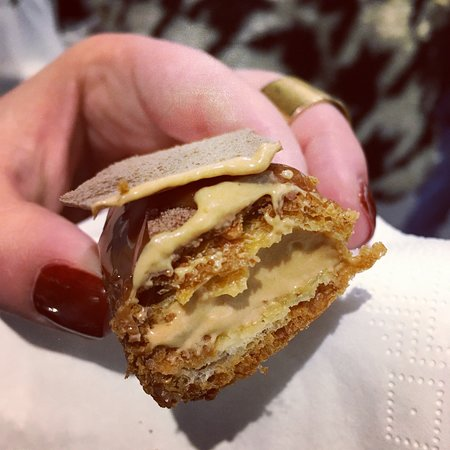 Nov '18, Tour #2: Left Bank. Salted butter caramel eclair from Un Dimanche a Paris