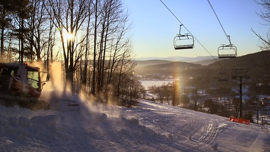 Ski Quechee: 100% snowmaking with 13 trails, 1 quad lift, 1 handle tow and 1 T-bar.