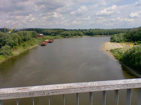 Chernihiv, Ukraine: Вид с пешеходного моста через р. Десна в г. Чернигов