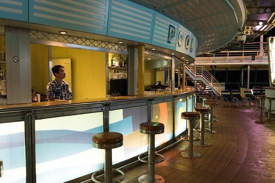 Pool Bar on Serenade of the Seas