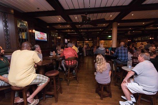 Crown & Castle Pub on Serenade of the Seas