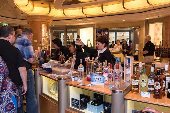 Centrum Shops on Serenade of the Seas