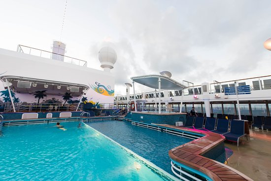 ‪‪Norwegian Breakaway‬: The Main Pool on Norwegian Breakaway‬
