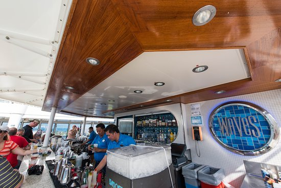 Norwegian Breakaway: Waves Pool Bar on Norwegian Breakaway