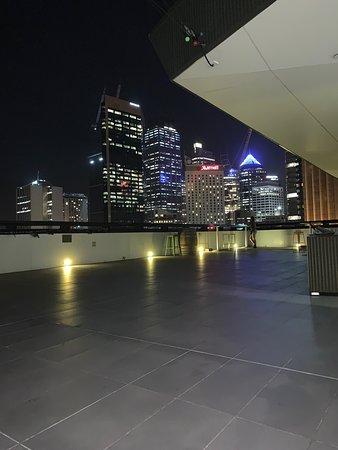 Sydney Harbour YHA: Điểm 10 cho khách sạn này, sạch sẽ view đẹp, lại có bếp công cộng, giá sinh viên 😍