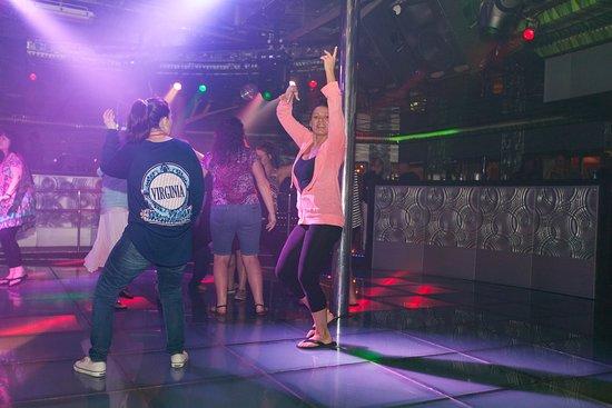Henri's Dance Club on Carnival Conquest