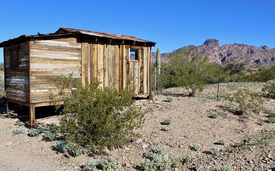 Castle Dome Mines Museum & Ghost Town : A miner's shack with Castle Dome on the horizon.
