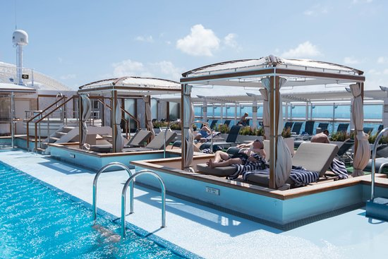 The Retreat Pool on Royal Princess