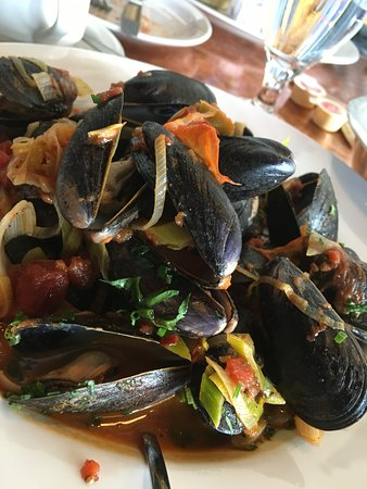 Pelican Grill: Mussels in tomato sauce