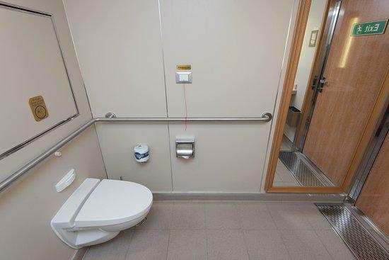 Bathrooms on Royal Princess