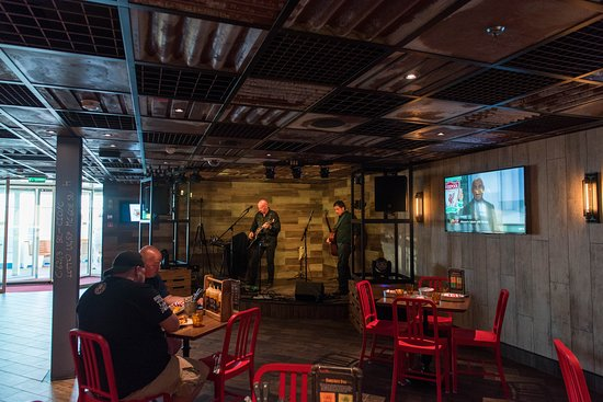 Guy's Pig & Anchor Bar-B-Que Smokehouse | Brewhouse on Carnival Horizon