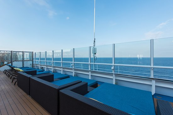 Serenity on Carnival Horizon