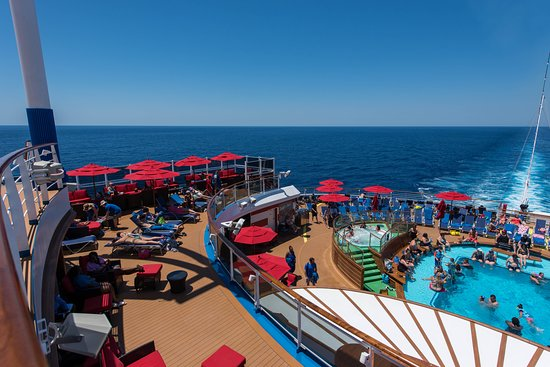 Tides Pool on Carnival Horizon