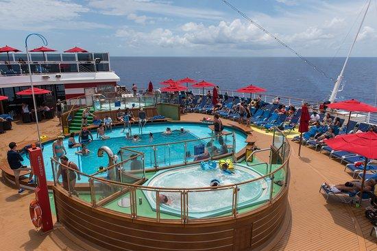 Tides Pool on Carnival Horizon