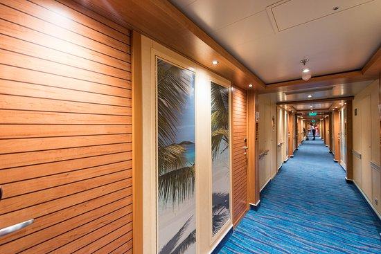 Carnival Horizon: Hallways on Carnival Horizon