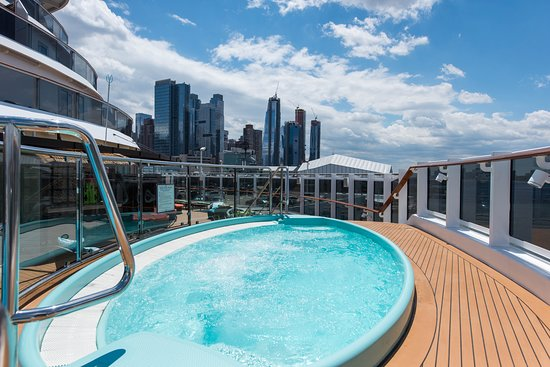 Havana Pool on Carnival Horizon