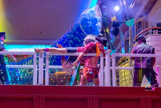 """Welcome Aboard"" Party in the Royal Promenade on Mariner of the Seas"