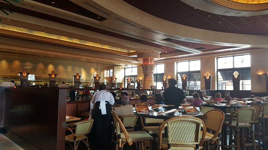 The Cheesecake Factory: Interior