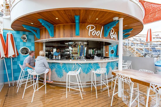 Pool Bar on Independence of the Seas