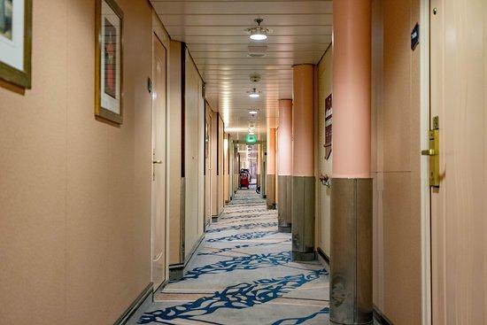 Hallways on Independence of the Seas