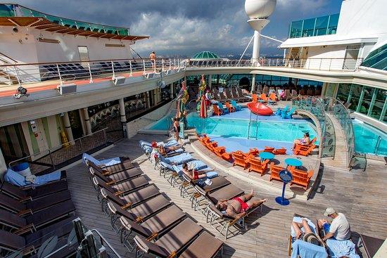 Solarium Pool on Independence of the Seas