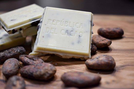 Republica del Cacao - Centro Histórico de Quito: CHOCOLATE BLANCO CON NIBS DE CACAO