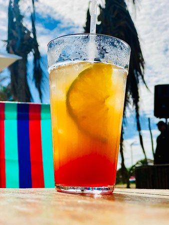 Pedi dois drinks, o primeiro maravilhoso, Sex On The Beach, o segundo, tinha no cardápio que era uma caipirosca com escolha de duas frutas, não consegui ver nenhuma das duas, muito sem graça, parece contenção de gastos, não vale a pena.