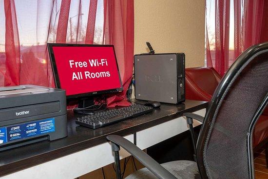 Red Roof Inn Childress: Computer Center