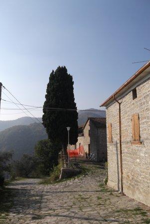 Sasso Simone: Monteromano Chiesa di San Paolo