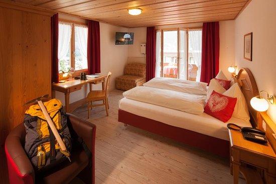 Komfort Doppelzimmer mit Balkon und Bergsicht Hotel Hirschen Grindelwald
