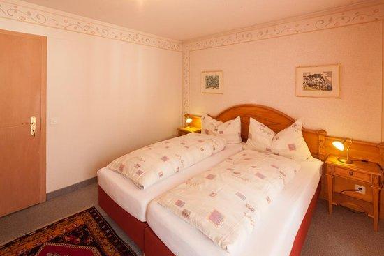 Doppelzimmer Ferienwohnung mit Balkon und Bergsicht Hotel Hirschen Grindelwald
