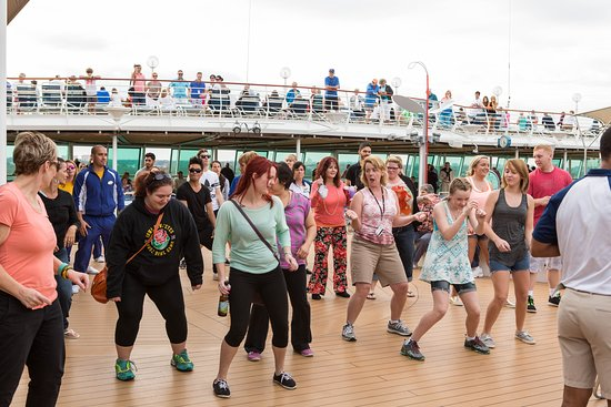 Sailaway Deck Party on Vision of the Seas