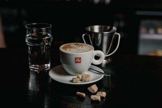 В баре есть чай/кофе