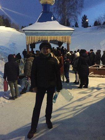 Salair, Ρωσία: А это я в очереди за освященной водой, народу не протолкнуться, но никто не толкается. С Праздником!!! Будьте здоровы и счастливы!