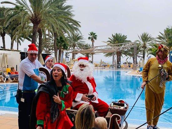 Bahía Feliz, España: Santa Claus visiting the children.