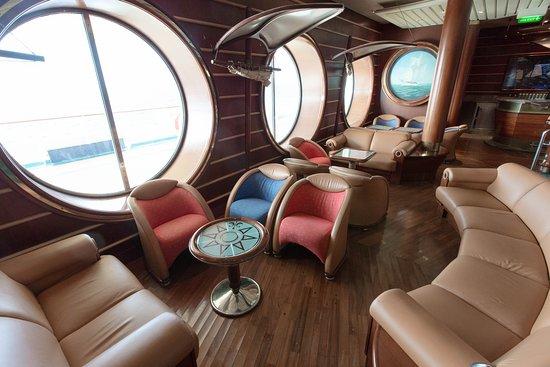 Schooner Bar on Voyager of the Seas