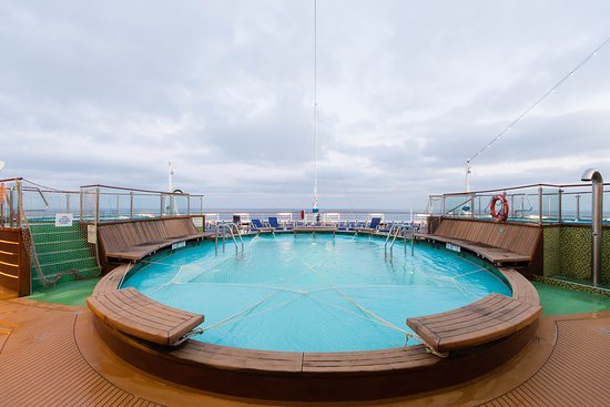 The Tides Pool on Carnival Magic