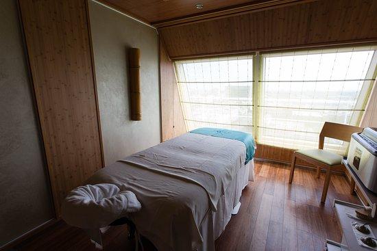 Cloud 9 Spa Treatment room on Carnival Magic