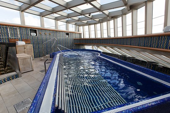 The Cloud 9 Spa Thalassotherapy Pool on Carnival Magic